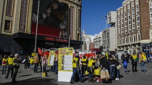 马德里卡亚俄广场签名活动现场(图:方正)