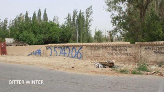 图六:黄芦岗村一队拆除后遗留的清真寺墙壁