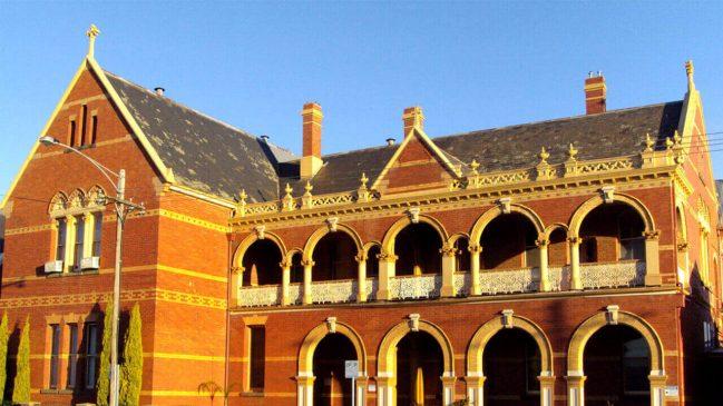 阿拉拉特天主教修道院。建于1890年,现为当地天主教学院的一部分。