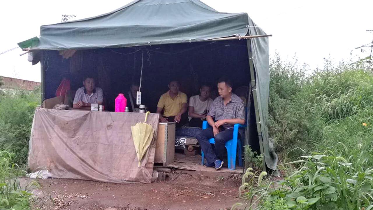 重庆八桥镇互助村政府4年来派人日以继夜监控村内最少3名村民,推算政府开支上千万。(互助村村民独家提供,拍摄日期不详)
