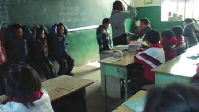 警方为调查家长信仰情况恐吓鞭打三百余名小学生