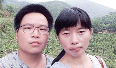 """""""赤壁君子"""" 黄文勋(左)因为纪念""""双十节"""" 被正式逮捕,妻子张益琼(右)质疑地方公安为维稳政绩滥用权力。(照片由张益琼独家提供)"""