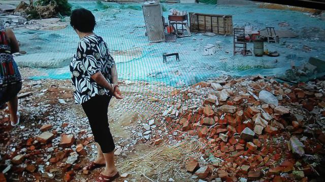 村民们的房子被拆成废墟