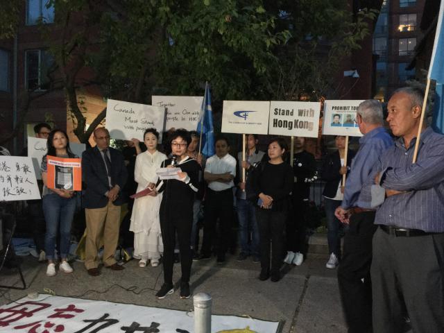 反宗教迫害协会代表在活动现场发言谴责中共暴行,声援香港