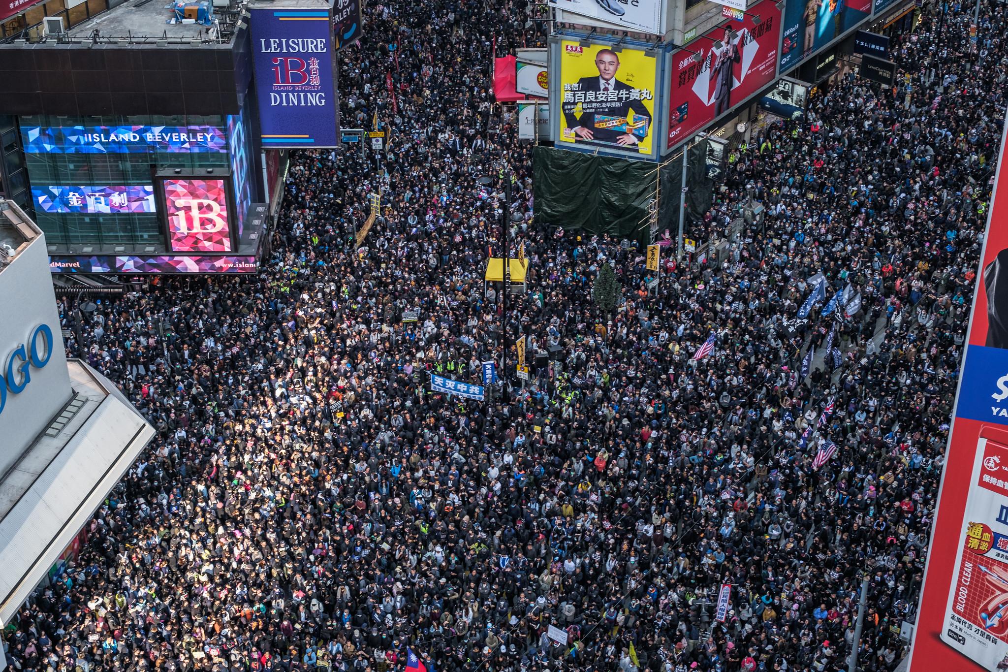 """香港""""国际人权日""""大游行民阵称80万人上街"""