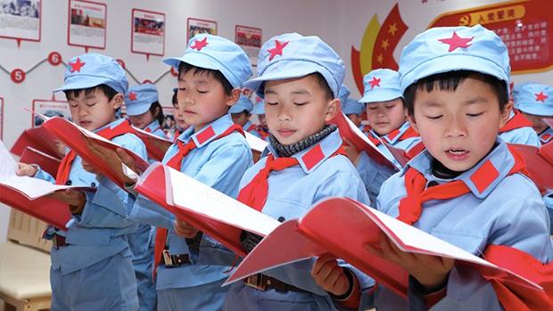 """中国教育政策新规封禁境外教材 """"习近平思想""""将成""""教材之魂"""""""