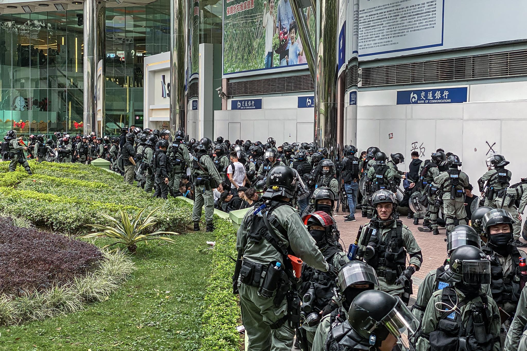 香港上水抗议示威游行遭警方围捕 42人被抓