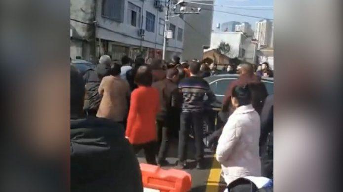 温州突然封城居民不满 引发警民冲突