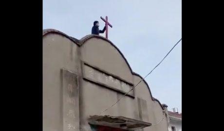 武汉肺炎爆发期间,安徽省蚌埠市淮上区一聚会场所十字架被拆