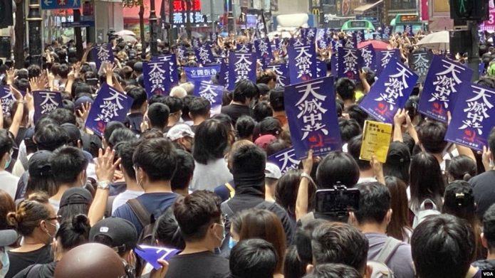 香港数以万计市民游击式游行 反对北京引入港版中国国安法