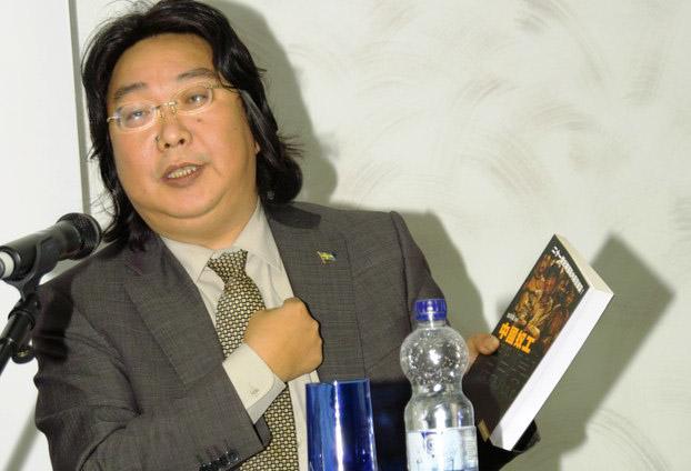 瑞典出版商出版桂民海诗集,为他庆生