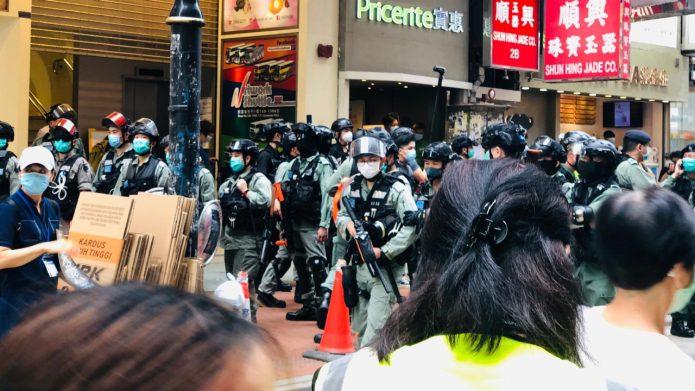 """抗议""""国歌法""""港人再上街头 7少年被捕最小仅14岁"""