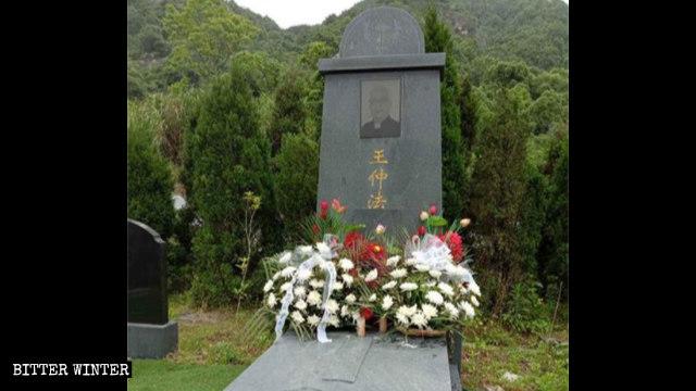中共打击宗教死人都管控:神父墓地遭强改    天主教葬礼被禁