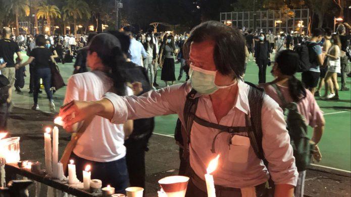 """禁令下香港""""遍地开花""""全城悼六四点燃烛光"""