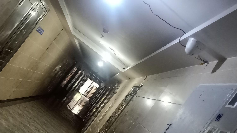 广福教会门口走廊对着摄像头