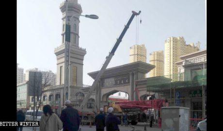 临夏市民眼望清真老华寺被拆改
