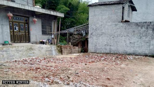 上饶市一复临安息日家庭教会聚会点被拆成废墟