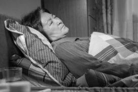 重病在床的老年基督徒