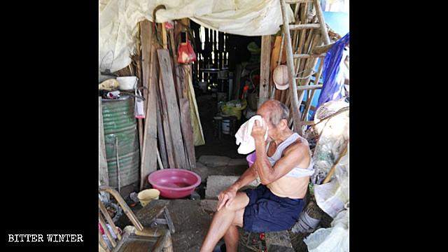 中共面子工程开空头支票    多位老人房屋遭拆惨住竹棚至去世