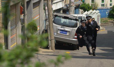 中共警察追捕基督徒