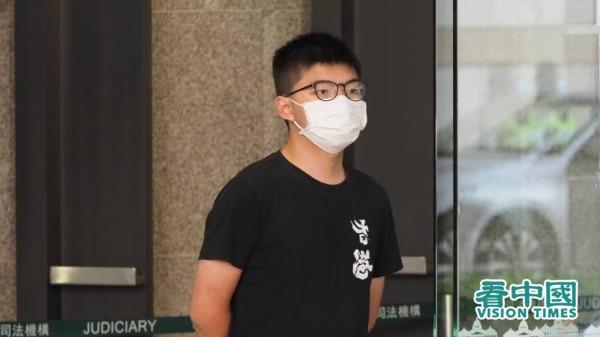 黄之锋又遭拘捕 港警指去年涉违禁蒙面法