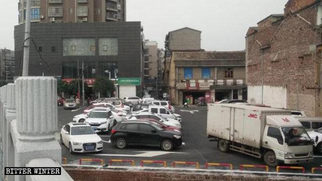 乌龙寺被拆后改建成停车场