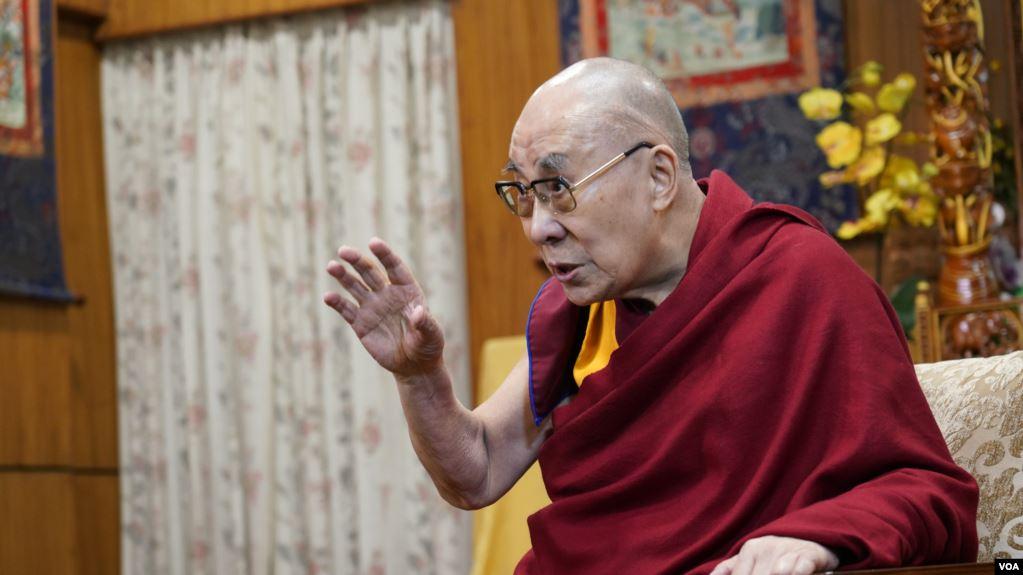 图为美国之音在达兰萨拉专访达赖喇嘛