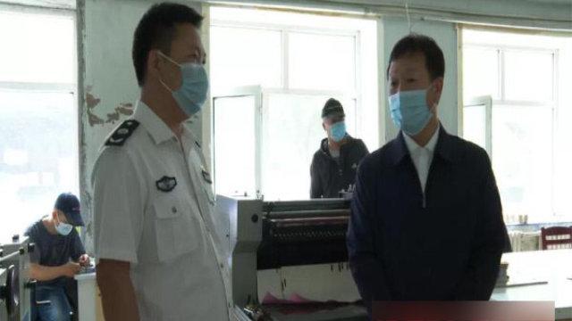 今年6月,内蒙古自治区鄂伦春自治旗政府在印刷厂检查宗教书籍