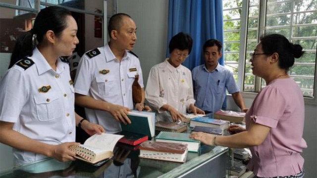 今年7月8日至10日,安徽省宣城市政府人员到教堂检查宗教书籍