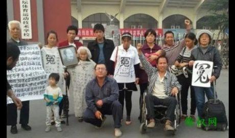 当局除打压维权上访者外,连迎接服刑期满获释的涉案维权者的中国公民也给予打击。图为江西维权人士肖青山等