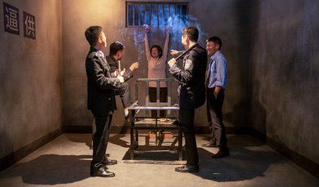 中共警察吊打基督徒